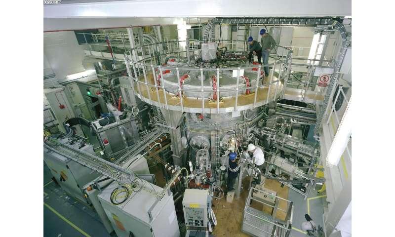Spherical tokamak as model for next steps in fusion energy