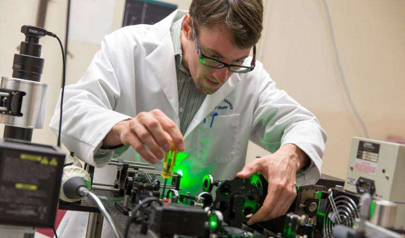 Student researchers shed light on ultrathin materials