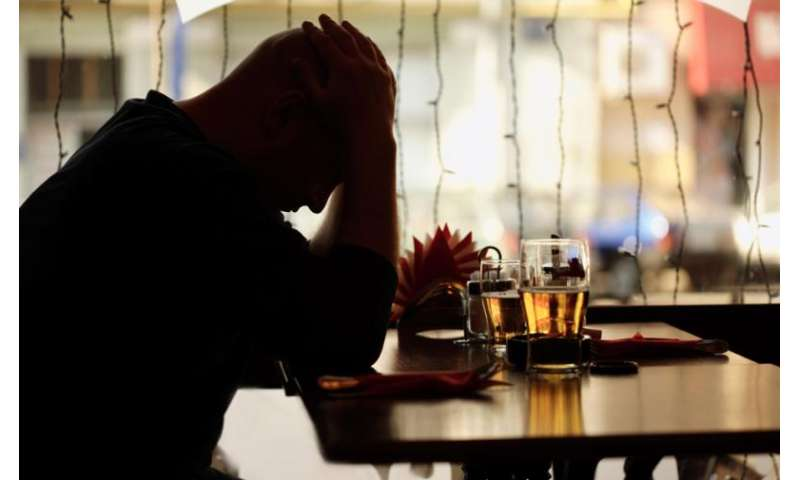 Study explains link between heavy alcohol use and suicides during economic downturns