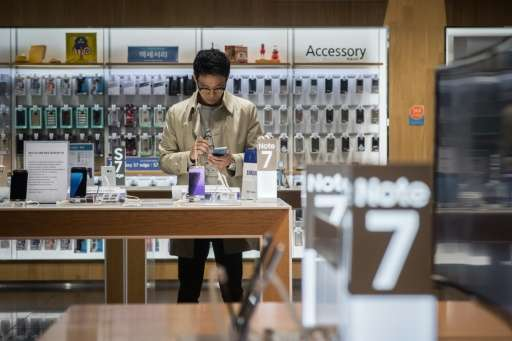 The long-term impact of Samsung's two Galaxy Note 7 recalls on their global smartphone market share remains to be seen, accordin