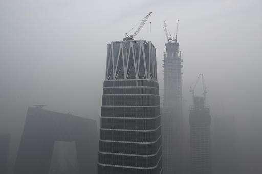Smog chokes Chinese cities, grounding flights, closing roads
