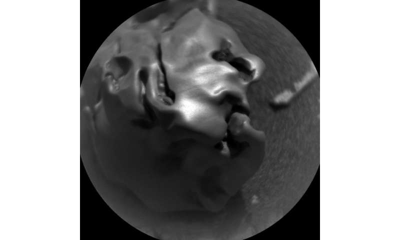 Curiosity finds a melted space metal meteorite on the surface of Mars