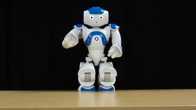 Gestures improve communication -- even with robots