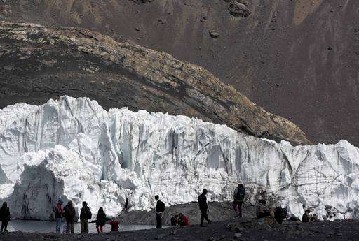 Melting glaciers pose threat beyond water scarcity: floods