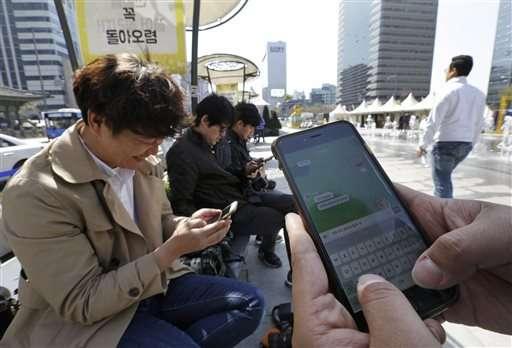 Mobile chat apps Line, Kakao flourishing among young Asians