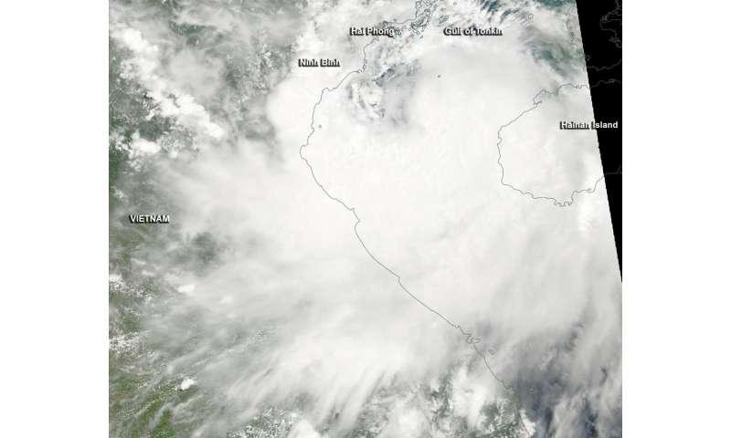NASA sees Tropical Storm Mirinae approaching landfall