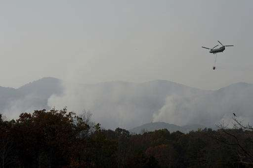 Relentless smoke spreads fear at edge of southern wildfires