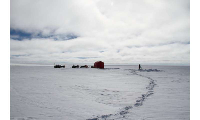 Insulating layer of air above the Greenland ice sheet reduces precipitation