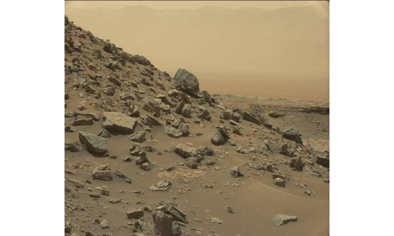 Mars rover Curiosity views spectacular layered rock formations