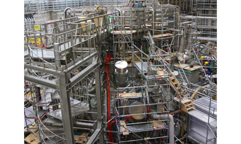 Start of scientific experimentation at the Wendelstein 7-X fusion device