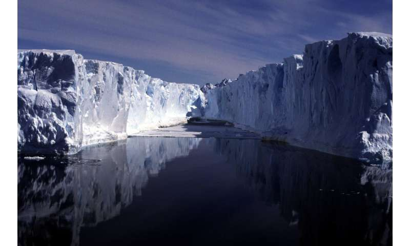 Antarctic Ice Sheet study reveals 8,000-year record of climate change