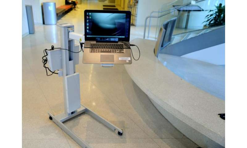 Device helps paralyzed patients operate laptop with their eyes