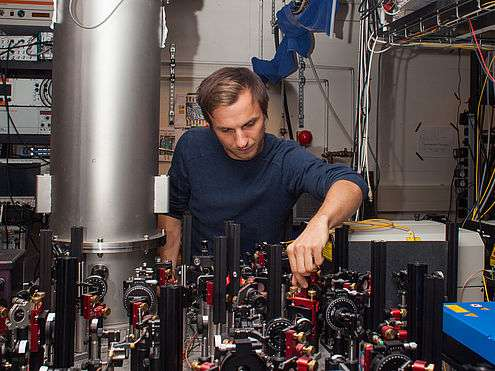 Researchers prevent quantum errors from occurring by continuously watching a quantum system