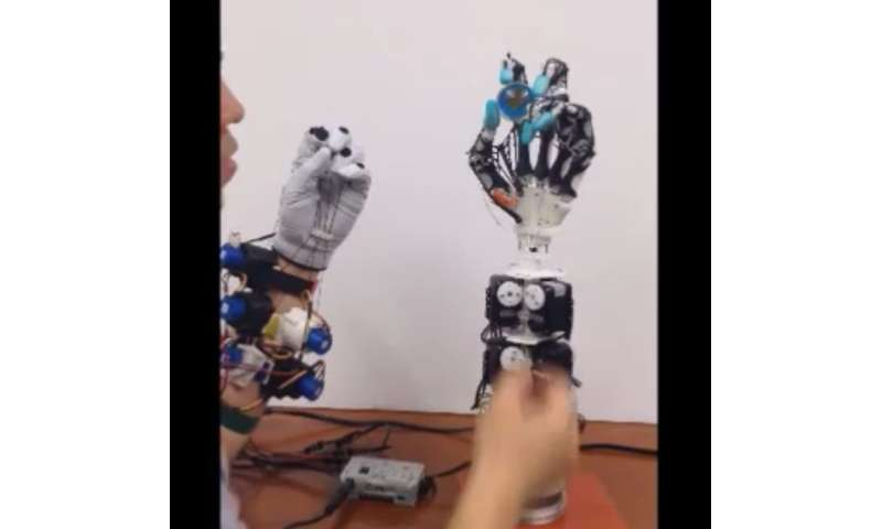 Robotic hand gets up close to human hand on anatomical level