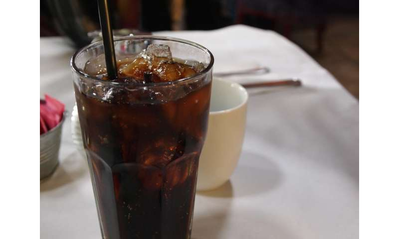Coke, Pepsi fund health groups    but fight them too: study