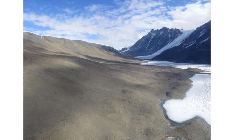 Extreme Antarctica ice melt provides glimpse of ecosystem response to global climate change