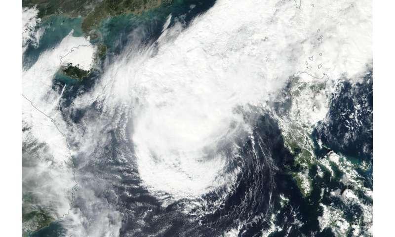 NASA-NOAA's Suomi NPP satellite spots Tropical Storm Nock-ten weakening