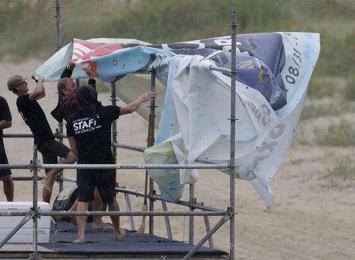 Hermine kills two, ruins beach weekends in northward march