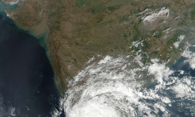 NASA provides 2 views of former Tropical Cyclone Vardah