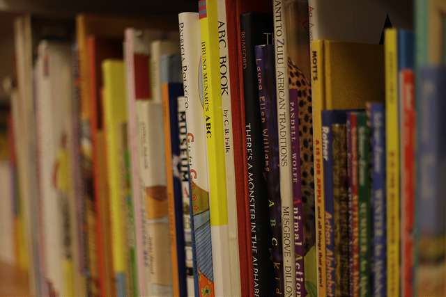 Study identifies 'book deserts' -- poor neighborhoods lacking children's books -- across country