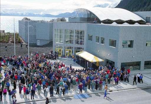 Alaska aquarium replaces fossil fuel with seawater system