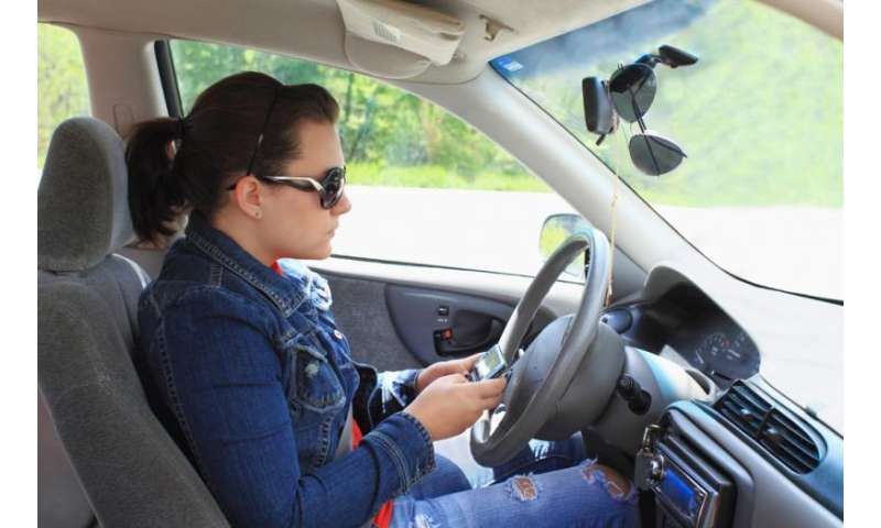 Cell phone use prevalent among drowsy drivers, distracted drivers