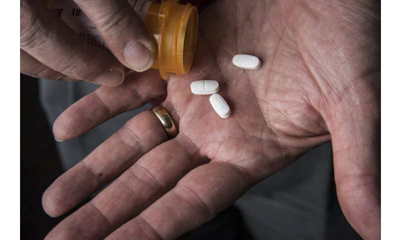 Doctors recommend prescribing fewer opioids after surgery