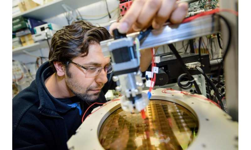 Electronic micro labs control chemical processes from the inside