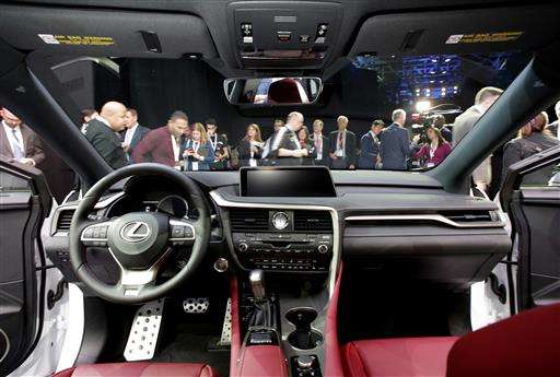 Few insurers cut rates for new electronic safety devices