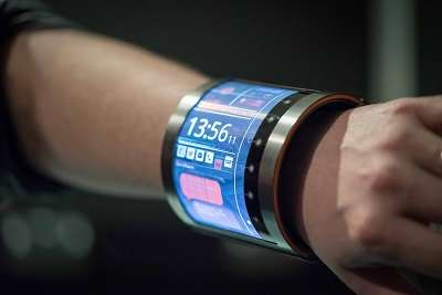 FlexEnable shows vision in wrist-hugging display at MWC