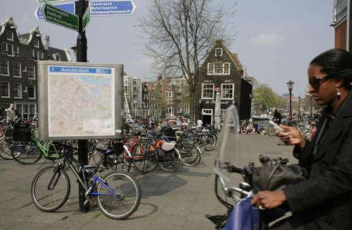 Hang up: Dutch look at banning use of cellphones on bikes