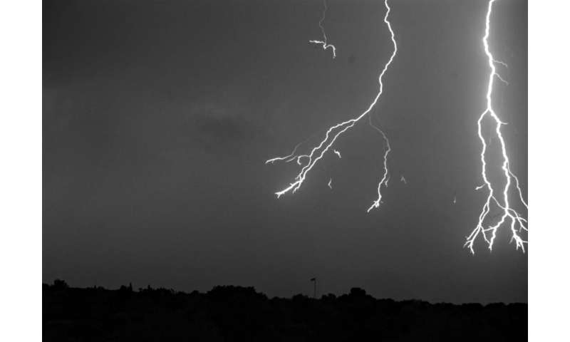 High-speed camera captures amazing lightning flash