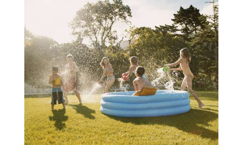 How to keep children healthy and hydrated during the extreme summer heat