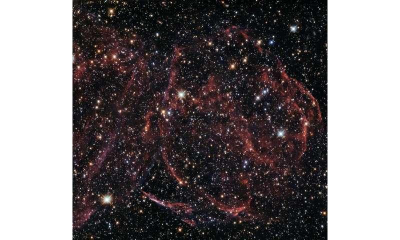 Hubble gazes at long-dead star