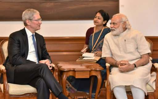 Indian Prime Minister Narendra Modi(R) meets with Apple CEO Tim Cook during a meeting in New Delhi on May 21, 2016