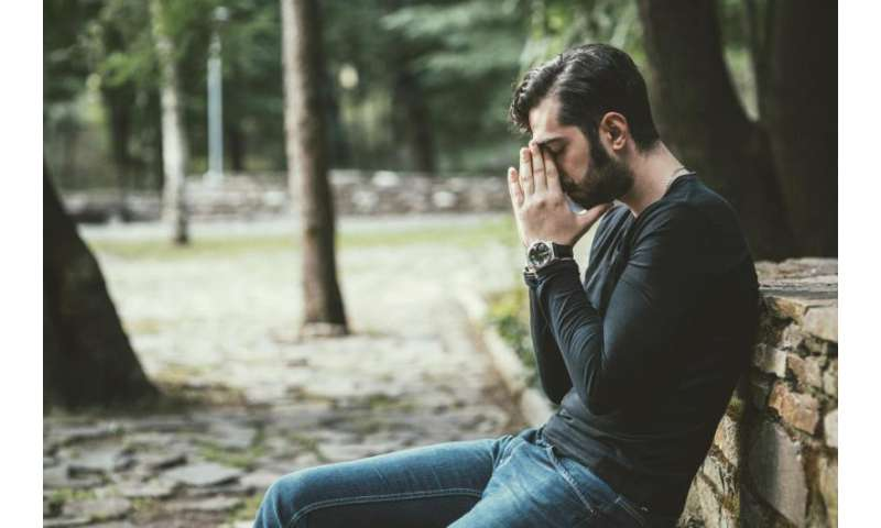 Link between depression, hopelessness stronger for whites than blacks