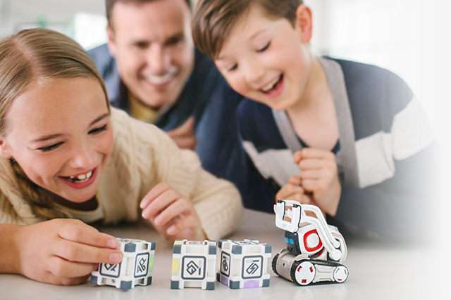 Little Cozmo robot fits in palm of hand and pet-loving hearts