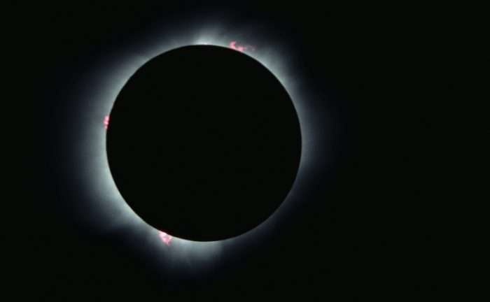 One year to the 2017 total solar eclipse