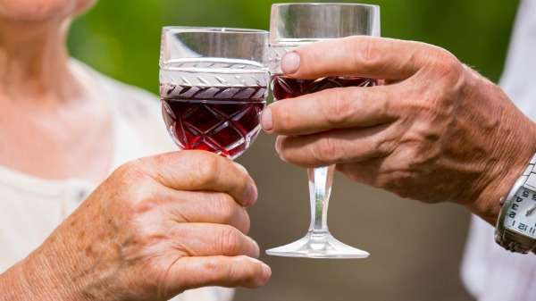 Over the counter advice to benefit older drinkers