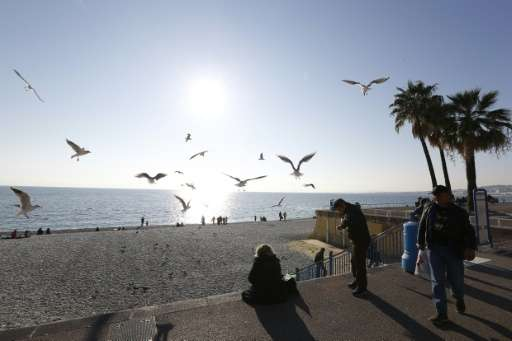 "People enjoy the sun and warm temperatures on the ""Promenade des Anglais"" in Nice, southeastern France, on December 28"