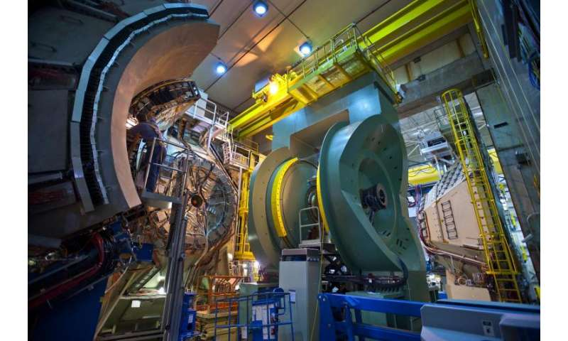 Physicists zoom in on gluons' contribution to proton spin