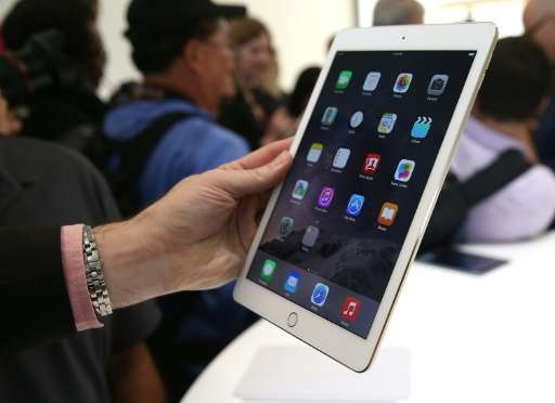 Research firm IDC reported a 13.7 percent year-over-year drop in worldwide tablet sales in the fourth quarter, with 65.9 million