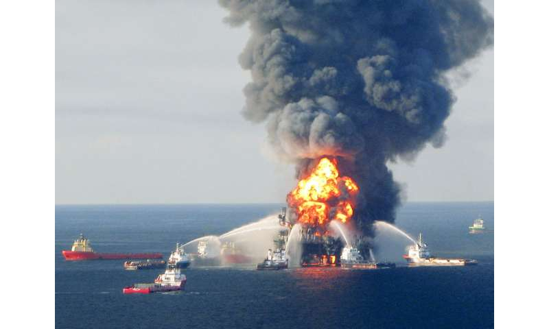 Response Crews Battle Deepwater Horizon Oil Rig Rire