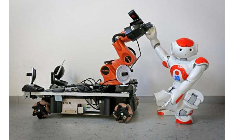 Robots come to each other's aid when they get the signal