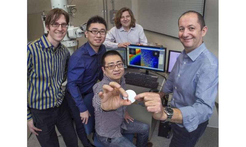 Scientists guide gold nanoparticles to form 'diamond' superlattices