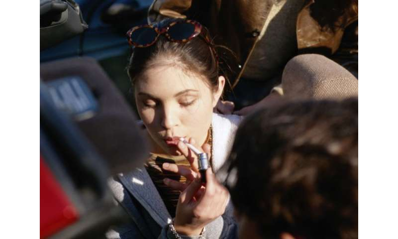Smoking losing its cool with kids, CDC says