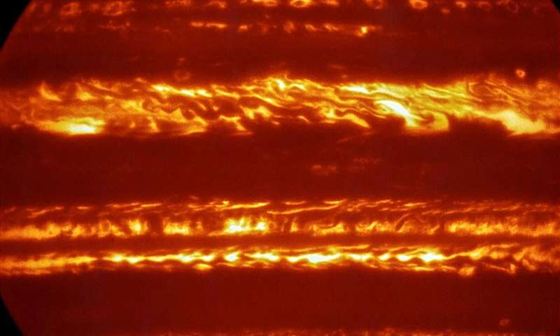 Spectacular VLT images of Jupiter presented just days before the arrival of the Juno spacecraft