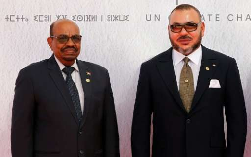 Sudanese President Omar al-Bashir (L) and Morocco's King Mohammed VI pose for a photograph as they arrive for the COP22 Climate