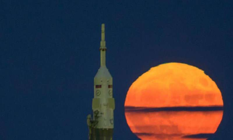 Supermoon and Expedition 50 Soyuz