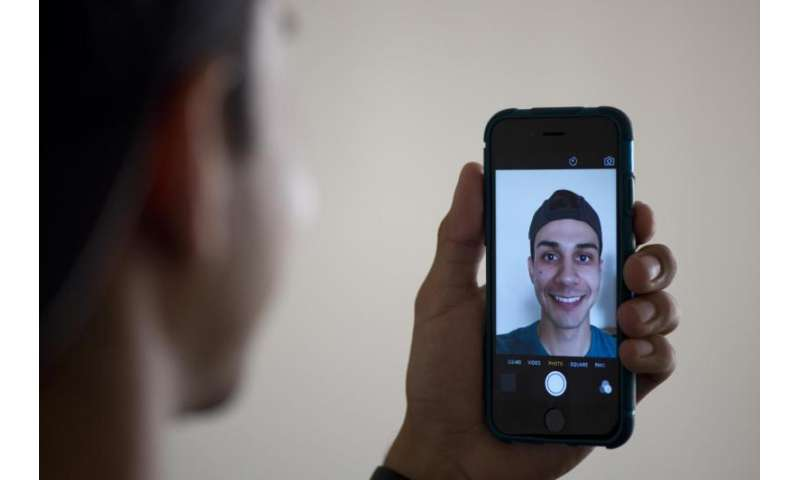 Taking and sharing smartphone photos boosts positive feelings, study finds